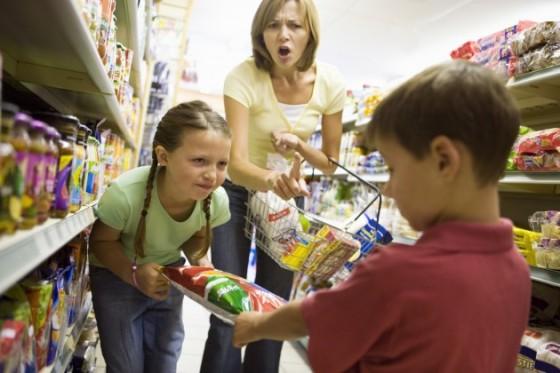 Mother-With-Mischievous-Children-at-Grocery-Store-Credit-BananaStock-80402959-630x420.jpg
