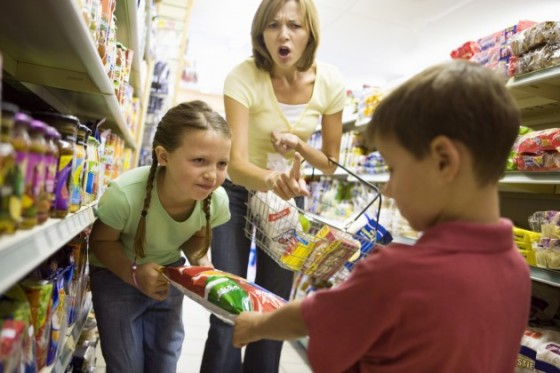 Mother-With-Mischievous-Children-at-Grocery-Store-Credit-BananaStock-80402959-630x420.jpg